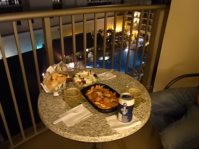 部屋で夕食2